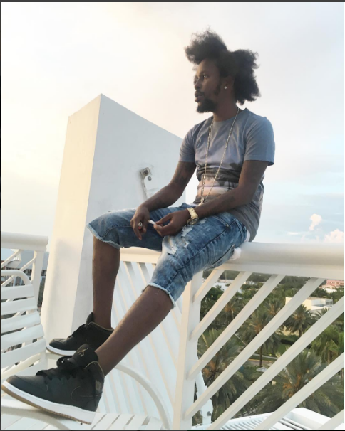 Popcaan blasts a doubtful critic from '6' years ago.