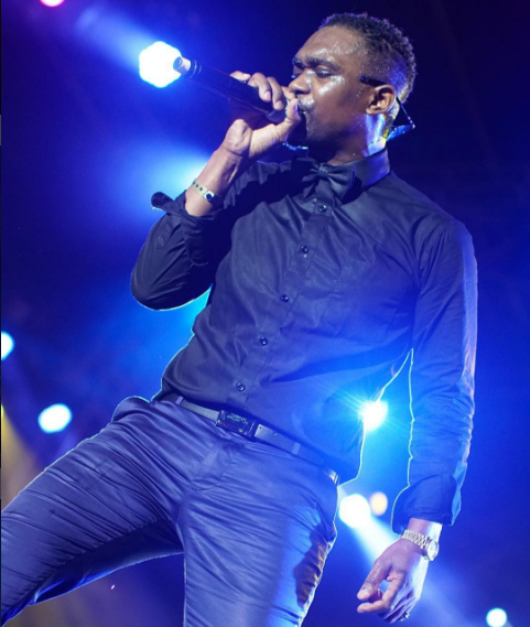 Busy Signal gets irritated and tosses mic at Reggae Sumfest 2016