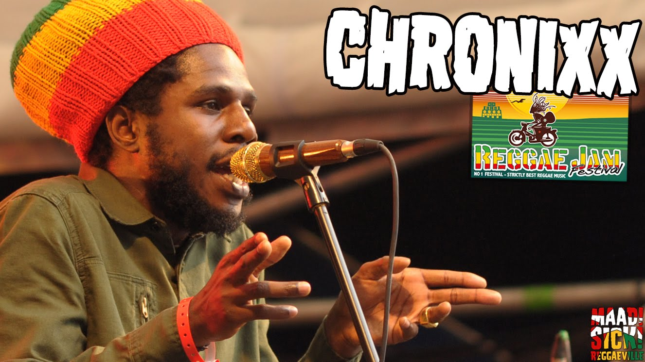 Chronixx rocks the crowd with 'Ain't No Giving In/They Dont Know' At Reggae Jam 2016