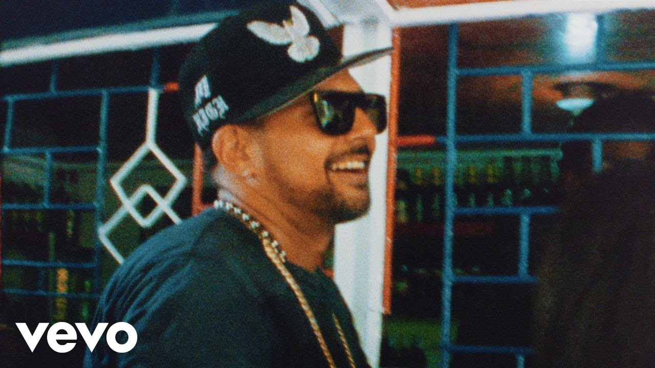Sean Paul and Chi Ching Ching releases 'crick neck' music video